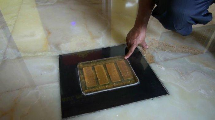 Emas batangan yang ada di Musholla Darul Iman Attauhid di Subang.