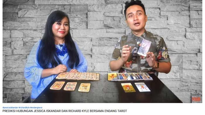 Denny Darko Ramal Artis Alim Bakal Terjerat Skandal Video Panas Tahun 2020: Kariernya Luluh Lantak !