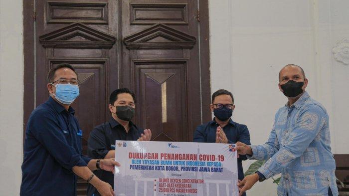 Erick Thohir meminta pemerintah daerah dan warga Bogor untuk tidak lengah dan tetap waspada di tengah kasus Covid-19 yang sudah cukup terkendali di Tanah Air.