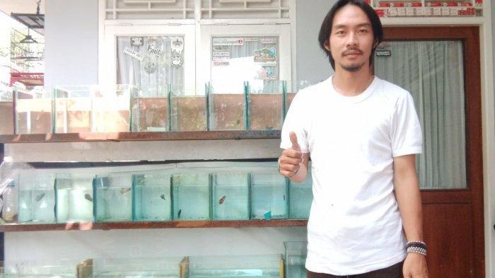 Erick Prayoga praktisi dan penghoby ikan cupang bogor.