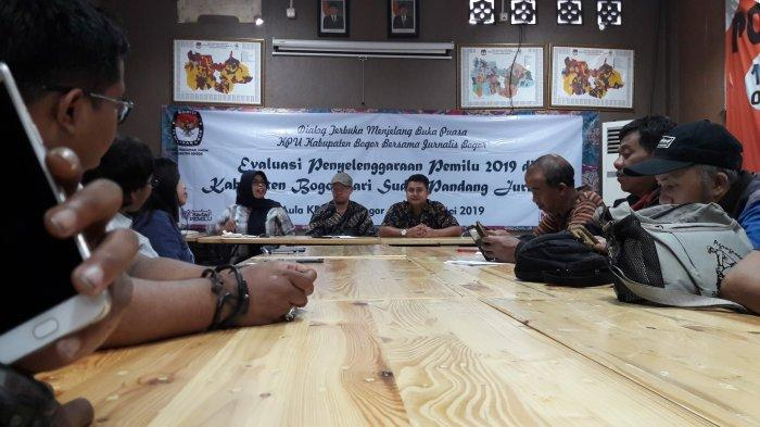 TPS Terlalu Banyak, Proses Input Situng KPU Kabupaten Bogor Masih Berlangsung