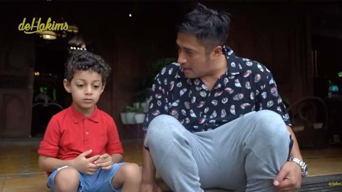 Masih Kecil, Putra Syekh Ali Jaber Bereaksi Ini saat Dengar Ayahnya Meninggal, Irfan Hakim Terkejut