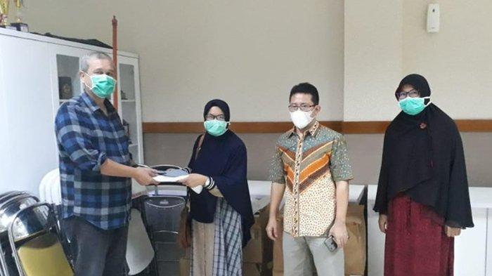 RSUD Terima Sumbangan 100 Set APD dari Fakultas Kedokteran Hewan IPB University