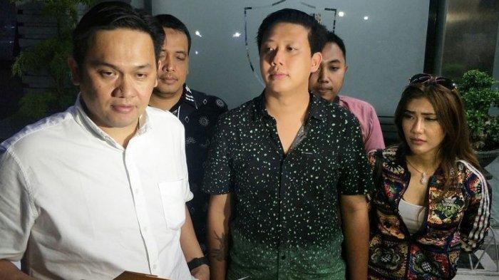 Ditetapkan Jadi Tersangka, Rey Utami dan Pablo Benua Naik Mobil Tahanan