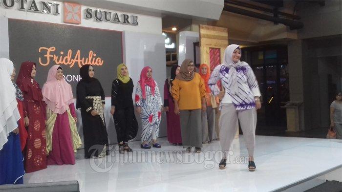 Ikut Warnai Batik Khas Bogor, Frida Aulia Gelar Fashion Show Bertema 'Geulis Bangkit'