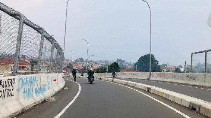 Rambu Lalu Lintas dan Beton Pembatas Fly Over Jalan RE Martadinata Jadi Sasaran Vandalisme
