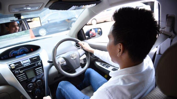 6 Tips Menghilangkan Bau Rokok dari Kabin Mobil