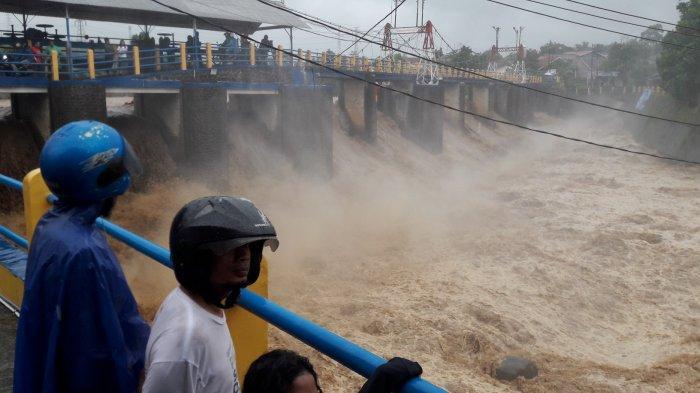 UPDATE - Hingga Pukul 10.39 WIB, Kawasan Puncak Bogor Masih Diguyur Hujan