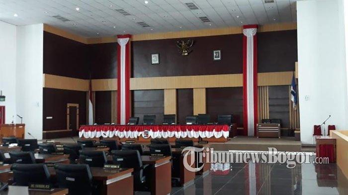 Foto Jokowi-Jusuf Kalla Masih Terpasang di Ruang Paripurna DPRD Kota Bogor