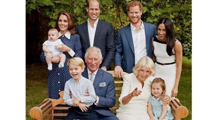 Ulang Tahun Ke-70, Pangeran Charles Pamer Foto Keluarga Bareng Istri, Anak dan Cucu, Harmonis !