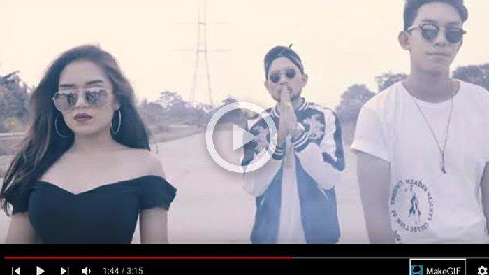 Mantan Pacar Awkarin Juga Buat Video Klip , Netizen Malah Debat Soal Sosok Rapper-nya