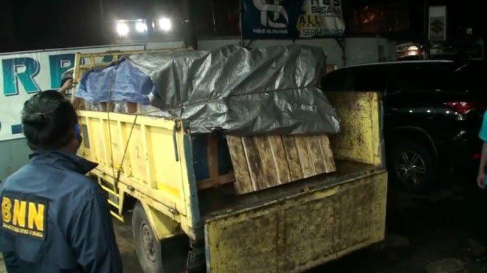 Badan Narkotika Nasional (BNN) gagalkan pengiriman satu truk ganja di Jalan Raya Parung, Kecamatan Parung, Kabupaten Bogor, Selasa (9/2/2021) dini hari.
