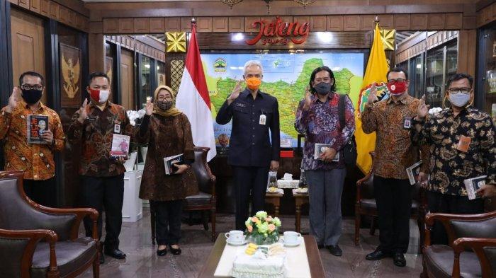 Gubernur Ganjar Pranowo menerima kunjungan Badan Pembinaan Ideologi Pancasila di ruang kerja, Kamis (17/9).