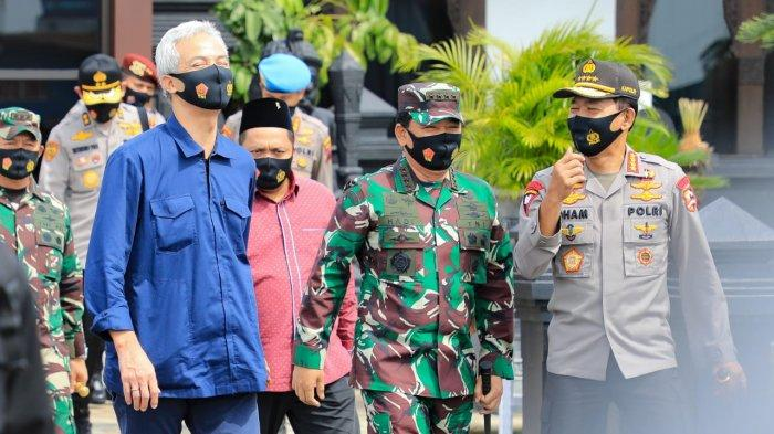 Cek Kesiapan Anggota, Panglima TNI dan Kapolri Periksa Protokol Kesehatan di Pasar dan Mal di Jateng