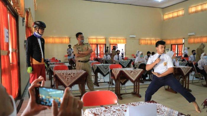 Tinjau PPDB, Ganjar Pranowo Blusukan ke Sekolah, Dengarkan Curhat Siswa yang Mau Mendaftar