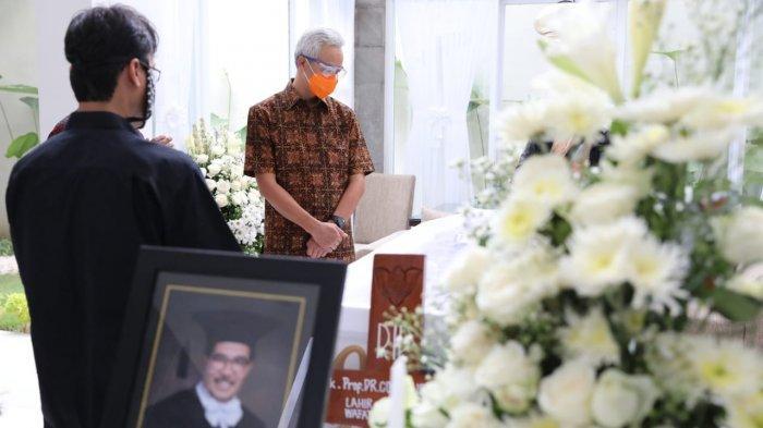 Guru Besar UGM Cornelis Lay Meninggal Dunia, Ganjar Pranowo Ungkapkan Perasaan : Beliau Itu Teman