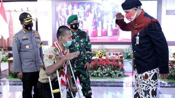 Peringati Hari Sumpah Pemuda, Ganjar Pranowo Terharu Dapat Penghormatan dari Penyandang Disabilitas