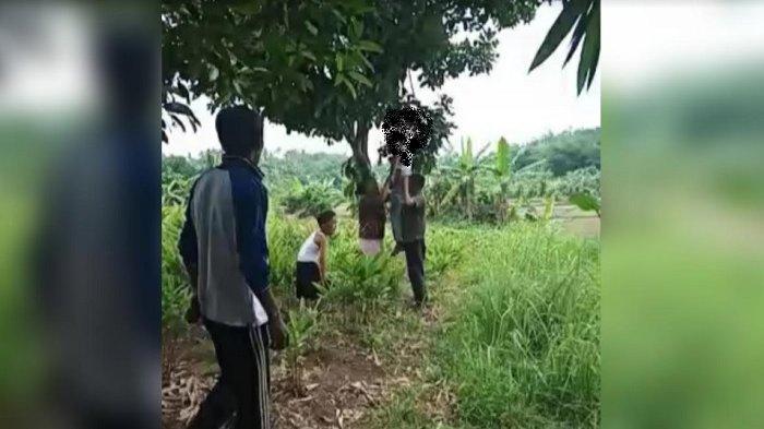 BREAKING NEWS: Geger Video Pria di Bogor Gantung Diri di Pohon, Warga Histeris Selamatkan Korban