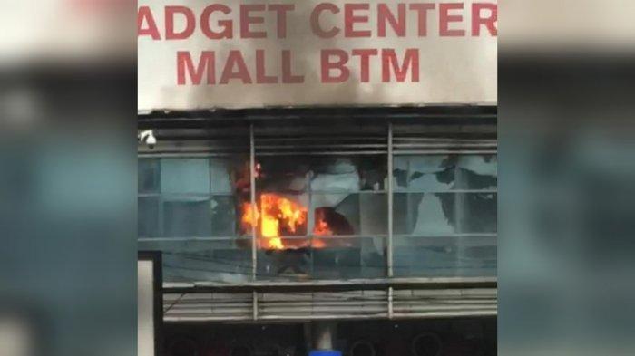 Gedung Mall BTM Kota Bogor mengalami kebakaran, Minggu (31/1/2021) sore.