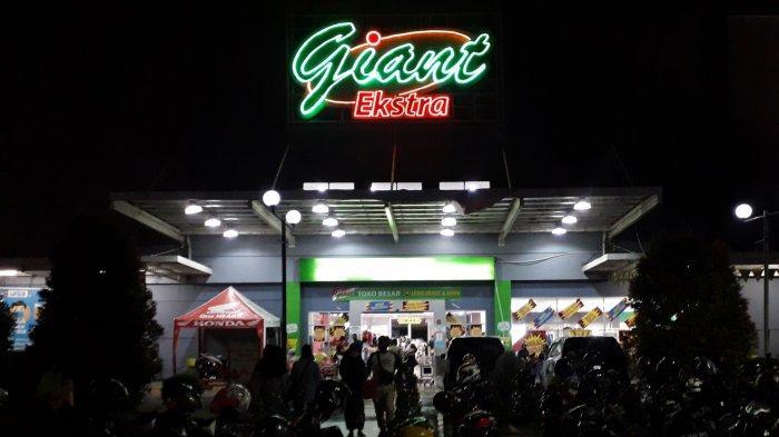 Cuci Gudang, Giant Yasmin Kota Bogor Ramai Pengunjung Hingga Malam Hari