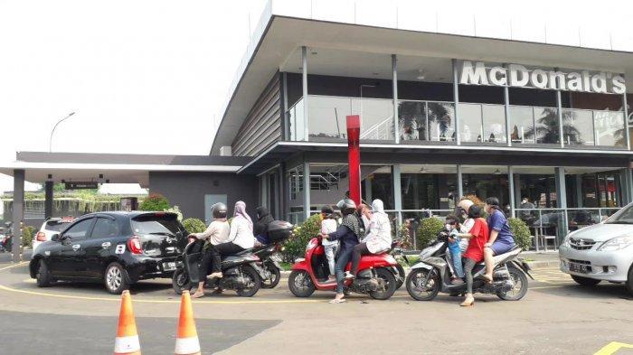 McDonald's Sukahati Bogor Diserbu Fans K-Pop Hingga Antre Panjang, Petugas Dishub Sampai Turun