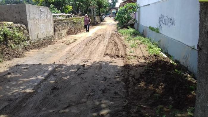 Banjir Surut  Menyisakan Lumpur Tebal