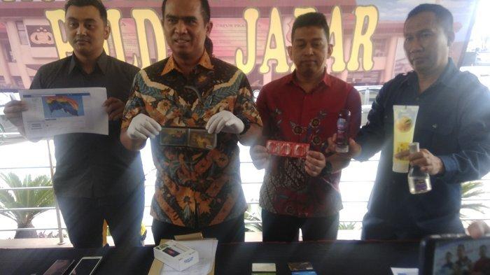 3 Fakta Penangkapan Pasangan Gay di Bandung, Polisi Temukan Alat Kontrasepsi di Kos