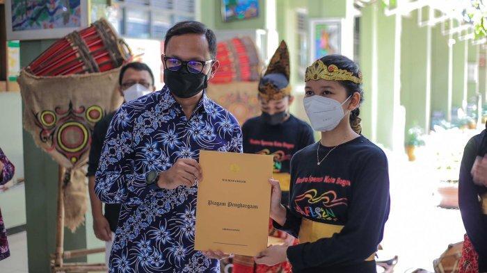 Sabet Emas di FLS2N, Penampulan Grup Musik Tradisional SMPN 1 Bogor Bikin Bima Arya Terpukau