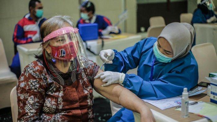 Tinjau Vaksinasi Massal, Bima Arya Targetkan 86 Ribu Sasaran