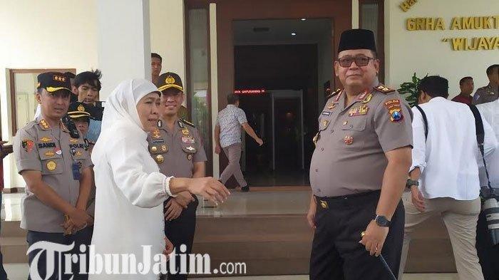 Gubernur Khofifah dan Kapolda Jatim Sambut Kedatangan Jenazah Gus Solah di Bandara Juanda