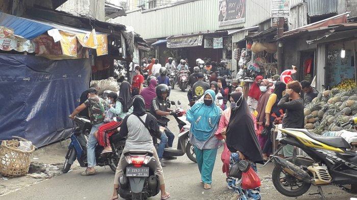 H-1 Lebaran Pasar di Bogor Serbu Warga, Pedagang Meluber ke Luar Pasar
