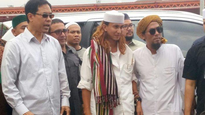 Habib Bahar bin Smith Ditahan di Polda Jabar, Santri : Kami Sedang Berduka