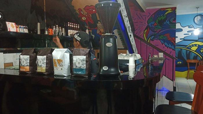 Tiap Dindingnya Dilukis Mural, Hard Cafe Bogor Tawarkan Suasana Cozy