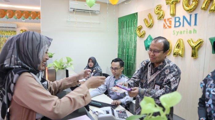 Hari Pelanggan Nasional, Nasabah BNI Syariah Cabang Bogor Dapat Kejutan