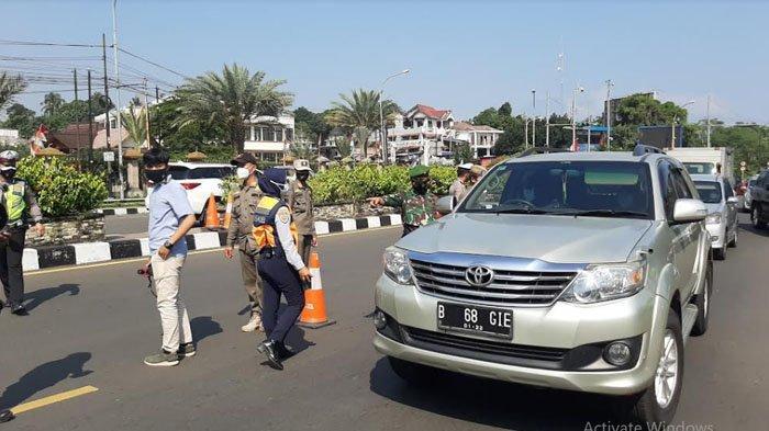 PPKM Darurat, Petugas Gabungan Lakukan Penyekatan di Simpang Gadog Bogor, 20 Kendaraan Diputar Balik