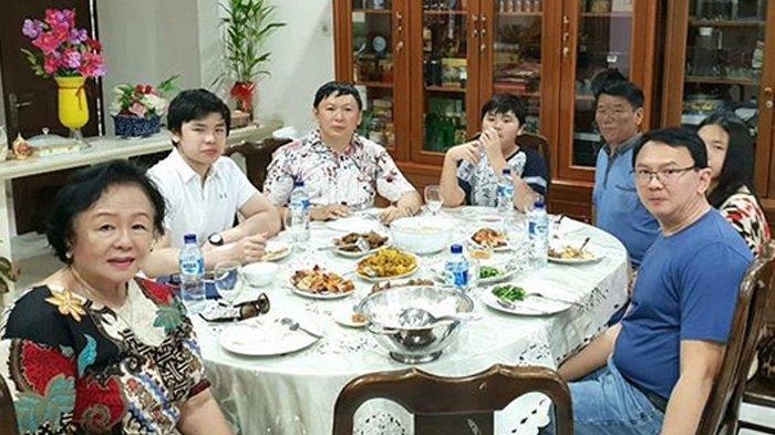 Fifi Lety Buat Pengakuan Soal Kursi Kosong di Momen Makan Siang Keluarga, Adik Bungsu Ahok Tulis Ini
