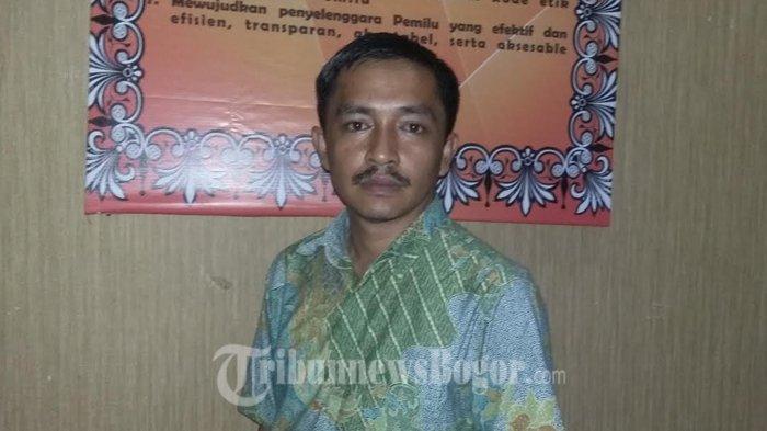 Puluhan Warga Datangi Kantor KPU Kabupaten Bogor, Mereka Ambil Formulir Pendaftaran