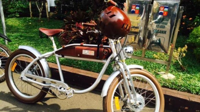 Helm Sepeda Wali Kota Bogor Tiga Kali Ganti Warna