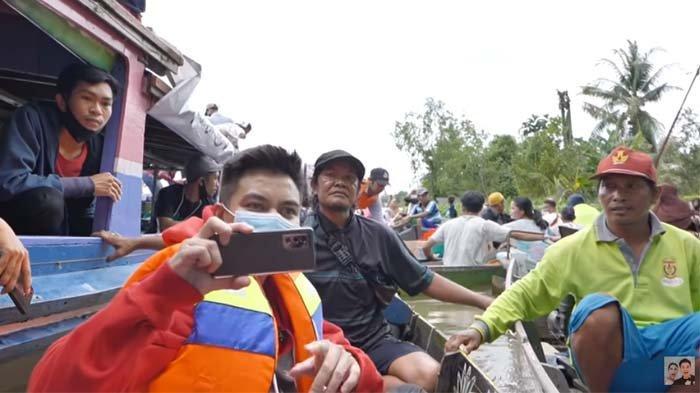 Sempat Bikin Suami Paula Lemas, HP Baim Wong yang Kecebur di Sungai Harganya Fantastis, Ini Mereknya