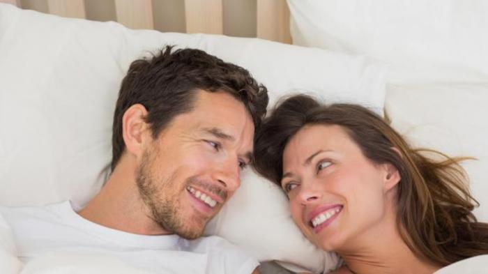 Punya Rahim Terbalik? Ketahui Posisi Hubungan Suami Istri yang Tepat Agar Cepat Hamil