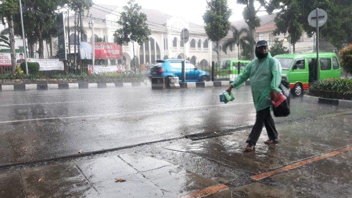 Doa Lengkap saat Hujan Deras Disertai Petir, dalam Bahasa Arab dan Artinya