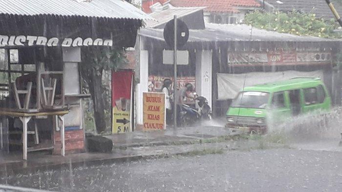 Hujan Deras Disertai Angin Kencang Landa Kota Bogor Sore Ini, Waspada Pohon Tumbang