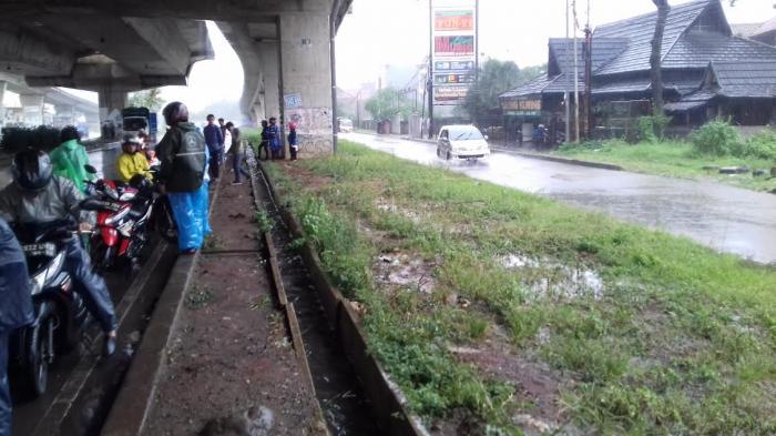 Awas, Pengendara Motor yang Asal Berteduh Saat Hujan Bisa Kena Denda Rp 250.000