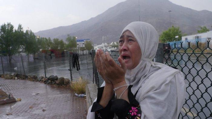 Hujan Deras Guyur Arafah Saat Wukuf Puncak Haji, Lihat Foto-fotonya
