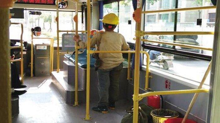 Wanita Kuli Bangunan Ini Ogah Duduk di Kursi Karena Kotor, yang Dilakukan Sopir Bus Bikin Tersentuh