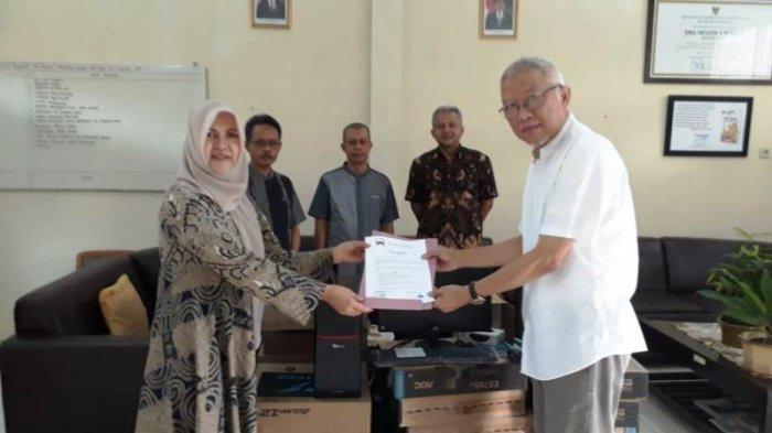 Ikatan Alumni SMAN 2 Bogor Beri Bantuan Perangkat Komputer Ke Sekolah Dan Beasiswa untuk Siswa