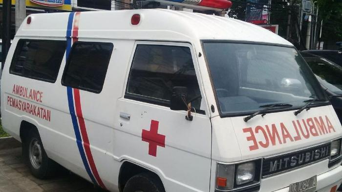 Video Viral Mobil Ambulans Dipakai Untuk Mengantar Pengantin, 2 Orang Pakai Baju APD Lakukan Ini