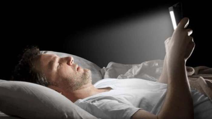 Sering Begadang Gunakan Ponsel di Atas Jam 10 Malam, Awas Pnyakit Berbahaya Ini Mengintai