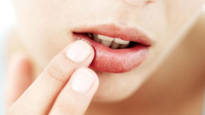 Benarkah Akan Mendapatkan Kenikmatan? Ini Arti Kedutan Bibir Kiri Atas Menurut Primbon Jawa