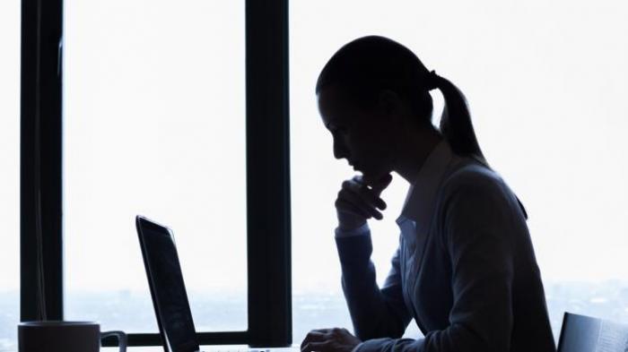 10 Bahaya Terlalu Lama Duduk saat Bekerja: Berat Badan Cepat Naik hingga Penyakit Jantung